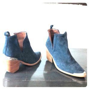 Jeffrey Campbell Size 8 (runs slightly big) Boots